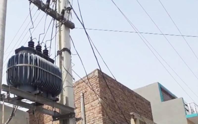 بلا کی گرمی:تین روز سے سکول کی بجلی بند،طلبا کا احتجاج