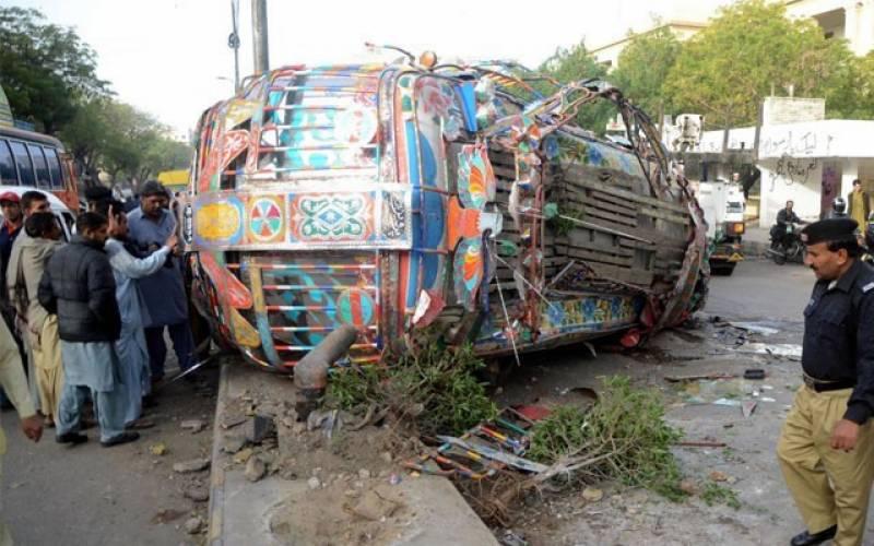 بھکر:ڈرائیور کی غفلت اور تیز رفتاری کے باعث بس الٹ گئی ،5مسافر زخمی