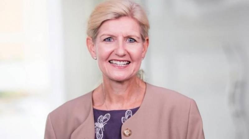 ڈیبی ہیوٹ برطانیہ کی فٹبال ایسوسی ایشن کی پہلی خاتون سربراہ مقرر