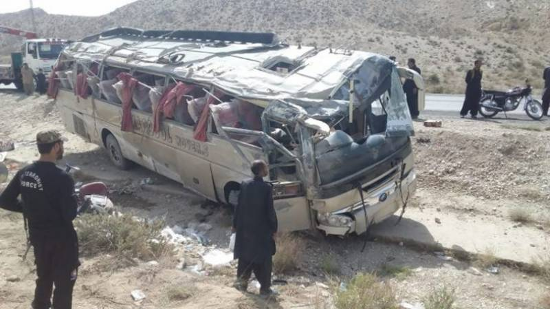 خضدار: مسافر کوچ الٹ گئی ، 18 مسافر  جاں بحق