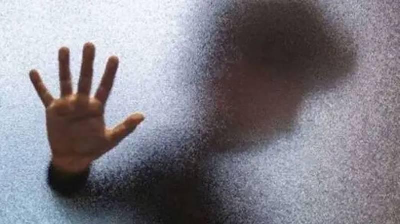 شوہر سے علیحدہ رہنے والی خاتون نے عاشق کی خاطر اپنا بچہ مار دیا