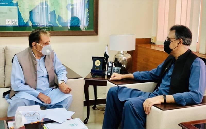 اسد عمر سے وزیر اعظم آزاد جموں و کشمیر کی ملاقات۔۔ مختلف امورپر گفتگو