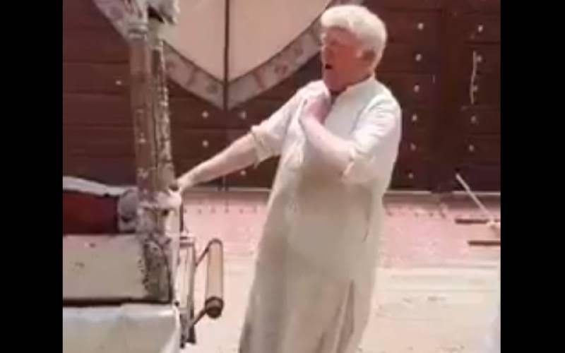 ڈونلڈ ٹرمپ کے ہم شکل قلفی بیچنے والے پاکستانی کی ویڈیو وائرل