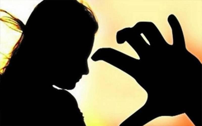 قوت گویائی سے محروم اور دونوں ہاتھوں سے معذور بچی سے زیادتی