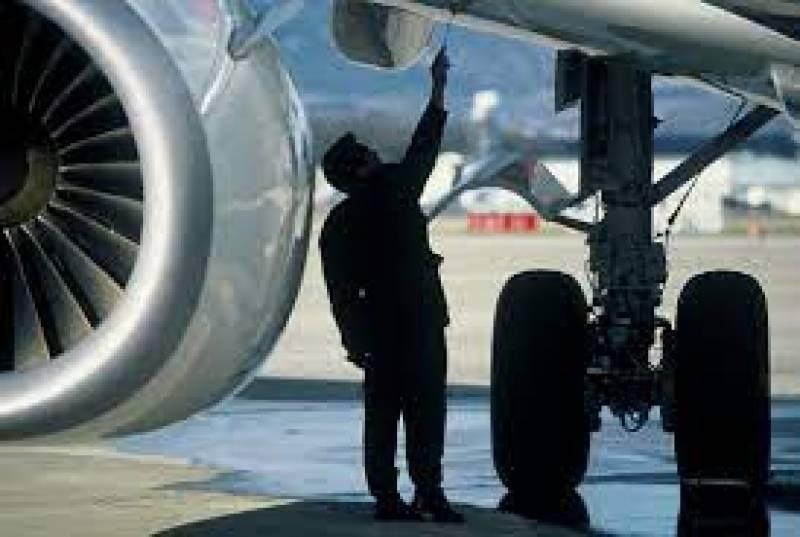 تبدیلی کے دعوے ٹھس۔۔ایئر و نا ٹیکل انجینئر جوس بیچنے پر مجبو ر ہو گیا