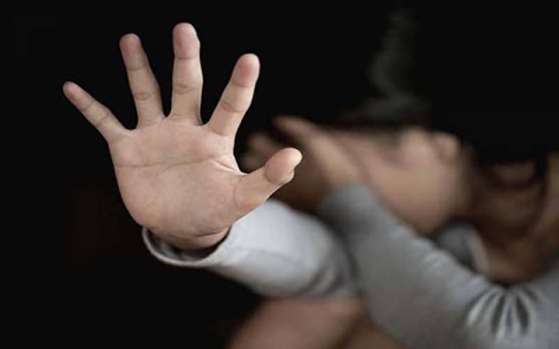 نابالغ بچی کیساتھ 4 اوباشوں کی اجتماعی زیادتی۔۔ حاملہ کردیا
