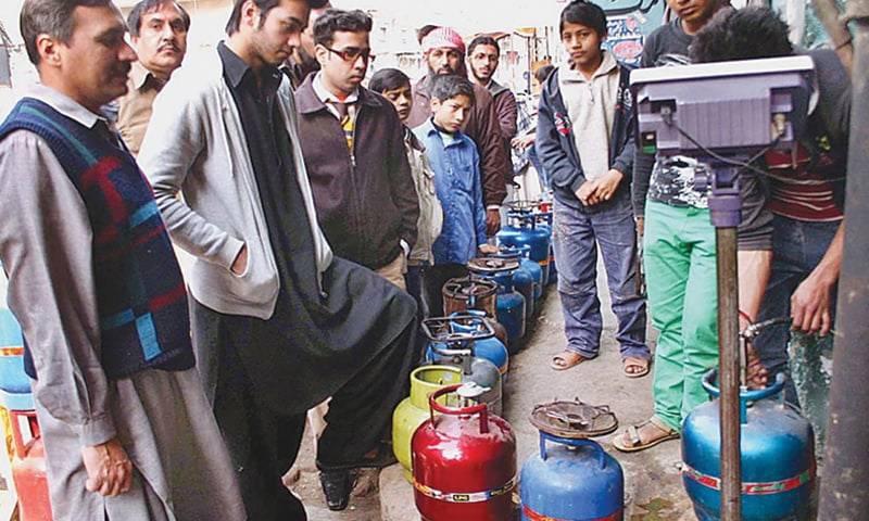 ایل پی جی کی سرکاری قیمت میں پھر اضافہ ۔۔ 160 روپے فی کلو سے تجاوز کر گئی