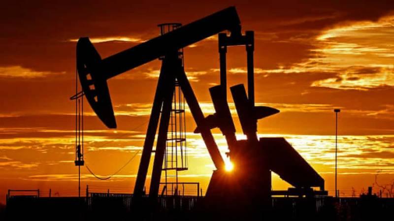 خام تیل کی بڑھتی قیمتوں کو بریک لگ گیا،کورونا کیسز کے بڑھتے خدشات پر سرمایہ کار محتاط
