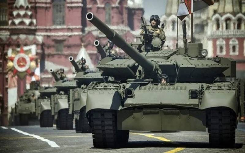 روسی ٹینک افغانستان کی سرحد پر پہنچ گئے