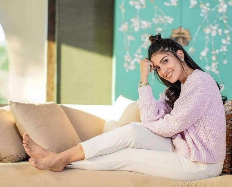 خوبرو اداکارہ عائزہ خان نے اپنی عید کی صبح کی دلکش تصویریں شیئر کردیں