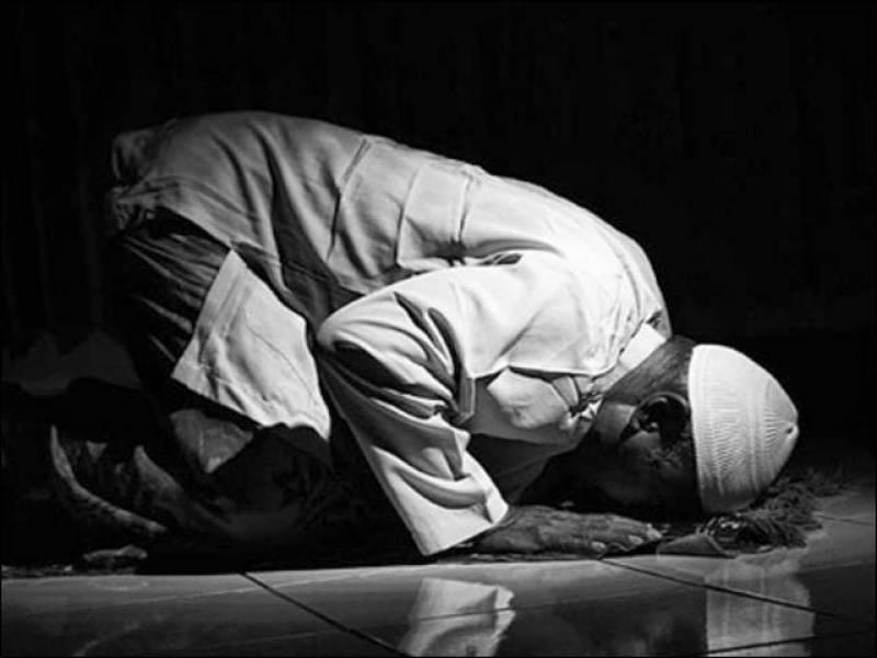 بد بخت نے نماز کے دوران امام مسجد کو شہید کردیا