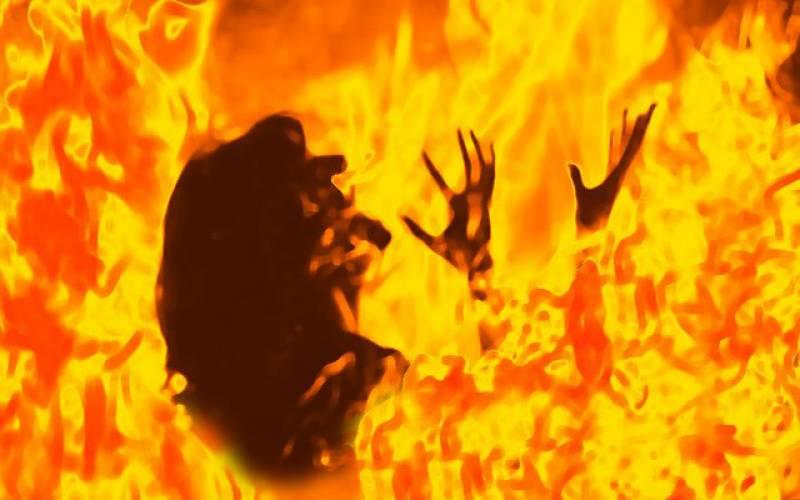 ظالم شوہر نے بیوی پر تیل چھڑک کر آگ لگا دی۔۔سسربچاتے ہوئے چل بسا