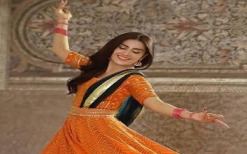 اداکارہ عائزہ خان کی رقص کرتے ہوئے ویڈیو نے دھوم مچا دی