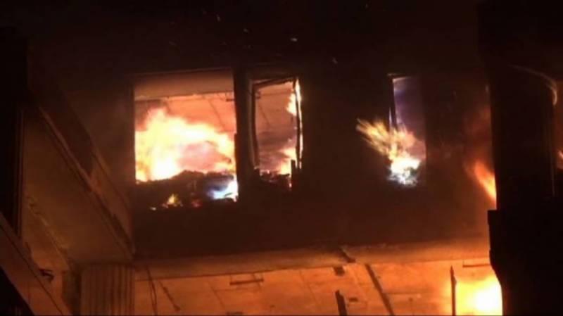 کراچی:رہائشی عمارت میں شارٹ سرکٹ سے آتشزدگی،2 خواتین سمیت 5 افراد جاں بحق