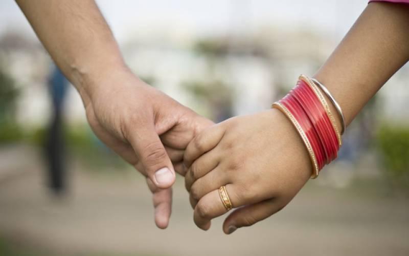 شادی سے ایک دن قبل لڑکا اپنی منگیتر کے سامنے تڑپ تڑپ کر مر گیا۔۔ہوا کیا تھا جانیے!