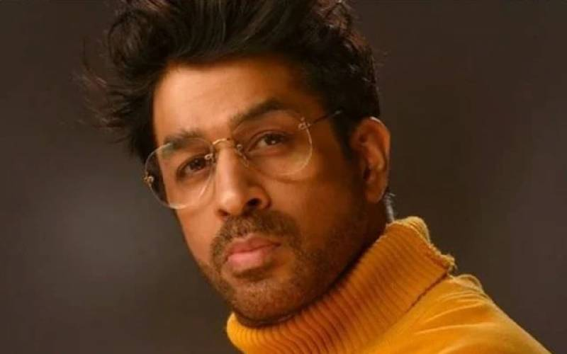معروف بھارتی اداکار کی گاڑی سے ٹکرا نے والا شخص دم توڑ گیا