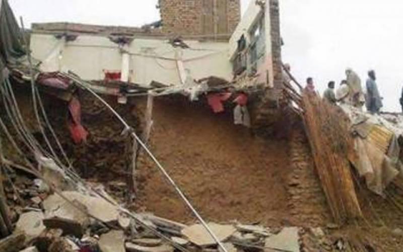 کراچی:چھت گرنے سے ماں اور 3 بچے جاں بحق