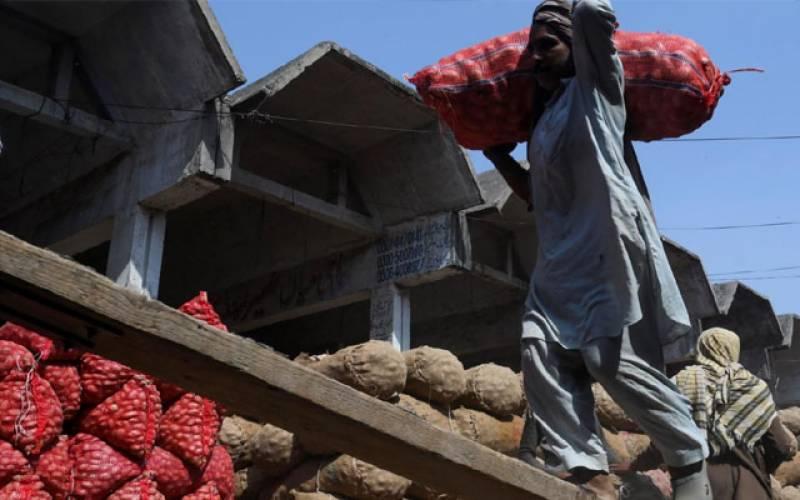 پاکستانی مزدور افغانستان میں پھنس گئے۔۔۔۔حکومت سے مدد مانگ لی