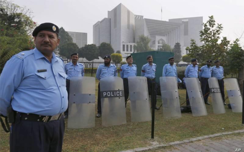 سپریم کورٹ کے باہر وکلا تنظیموں کا احتجاج،پولیس نے کنٹرول سنبھال لیا