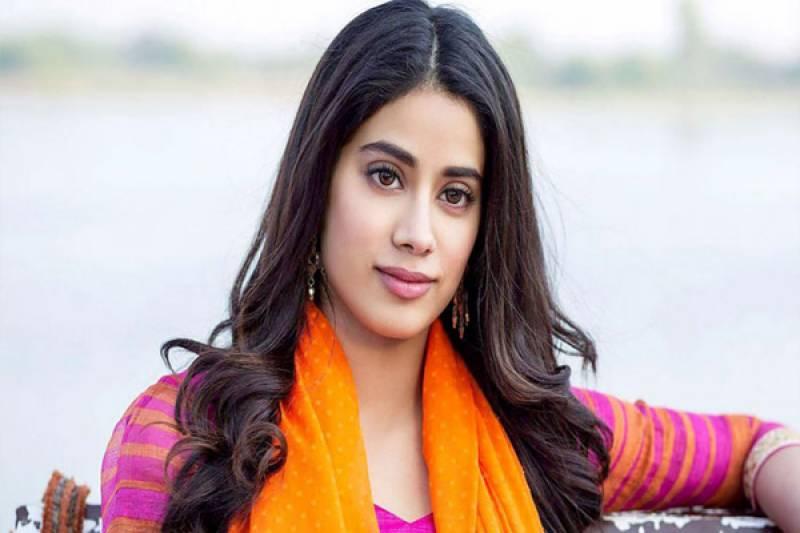 عزت بچانے کیلئے کئی مرتبہ خود کو کار کی ڈکی میں چھپایا۔۔ بھارتی اداکارہ کا انکشاف
