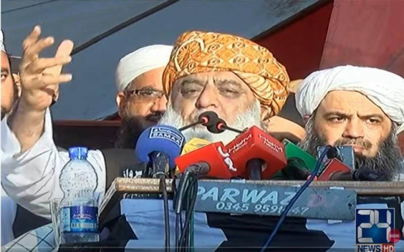 ملک میں زیادہ حکومت آمروں نے کی جمہوریت آج بھی یرغمال ہے : مولانا فضل الرحمان