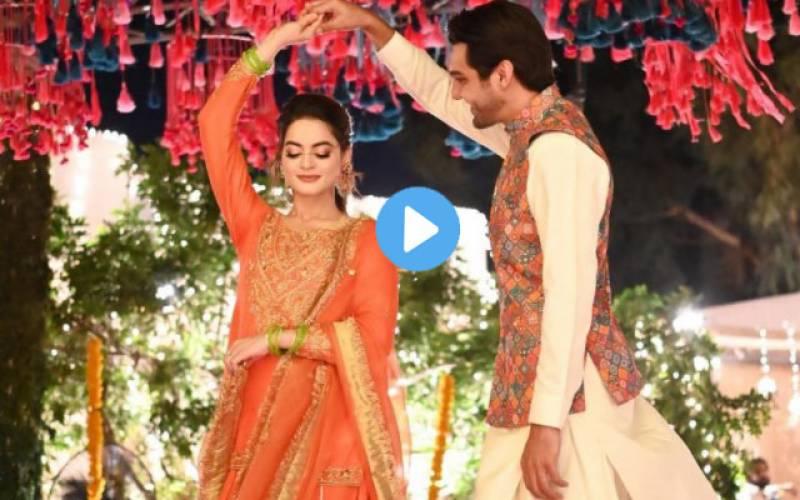بلو نی تیرا لال گھگرا۔۔منال اور احسن کا اپنی ہی شادی پر زبر دست ڈانس ۔۔ ویڈیو وائرل