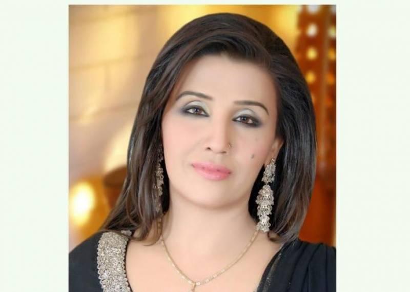 معروف پاکستانی گلوکارہ حمیرا چنا کی والدہ انتقال کر گئیں