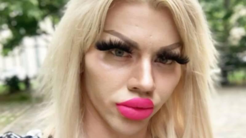 یورپی خواجہ سرا نے خوبصورتی کیلئے28 لاکھ روپےخرچ کر ڈالے،مگر پریشان کیوں۔۔؟