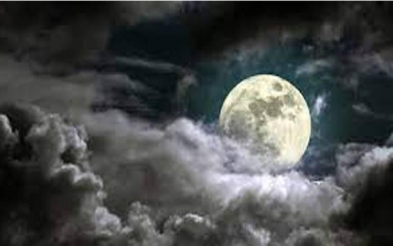 چاند اور انسانی نیند میں پراسرار تعلق ۔۔۔۔مردوں کی نیند متاثر