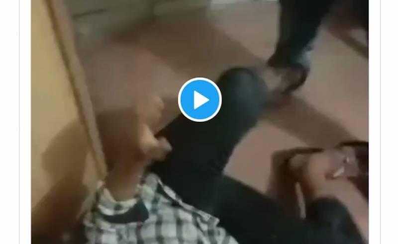 میو ہسپتال یا ٹارچر سیل۔۔سکیورٹی سپروائزر فرعون بن گیا۔۔لواحقین پر تشدد کی ویڈیو وائرل