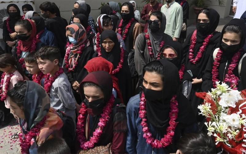 افغان ویمن فٹبالرز لاہور پہنچ گئیں