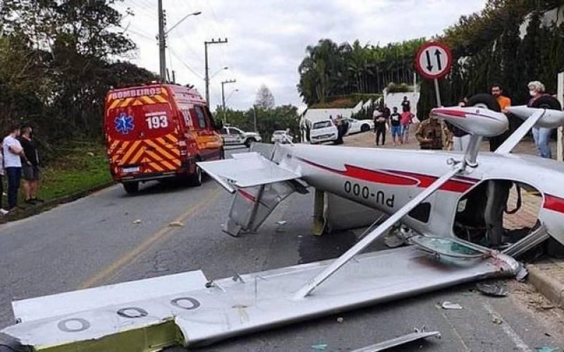 طیارہ گر کر تباہ