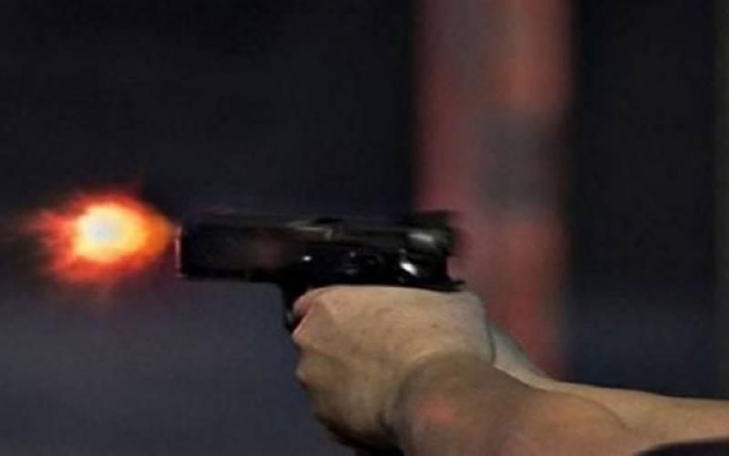 ڈاکوئوں نے پولیس اہلکار پر فائرنگ کر دی