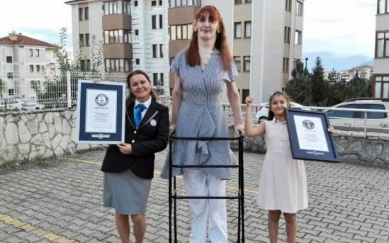 دنیا کی سب سے دراز قد خاتون