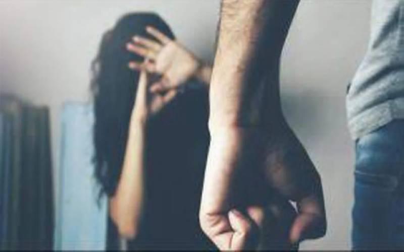 دو بھائیوں کا بہن پر تشدد